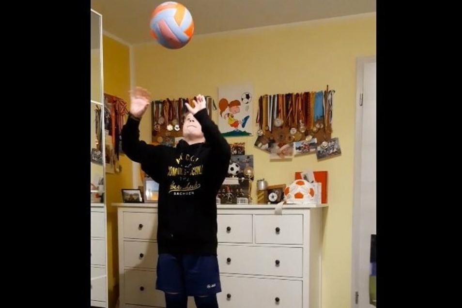 In Mücka haben die Schüler Videosequenzen gedreht - hier stellt zum Beispiel Lilli das Fach Sport und die sportlichen Ganztagsangebote vor.