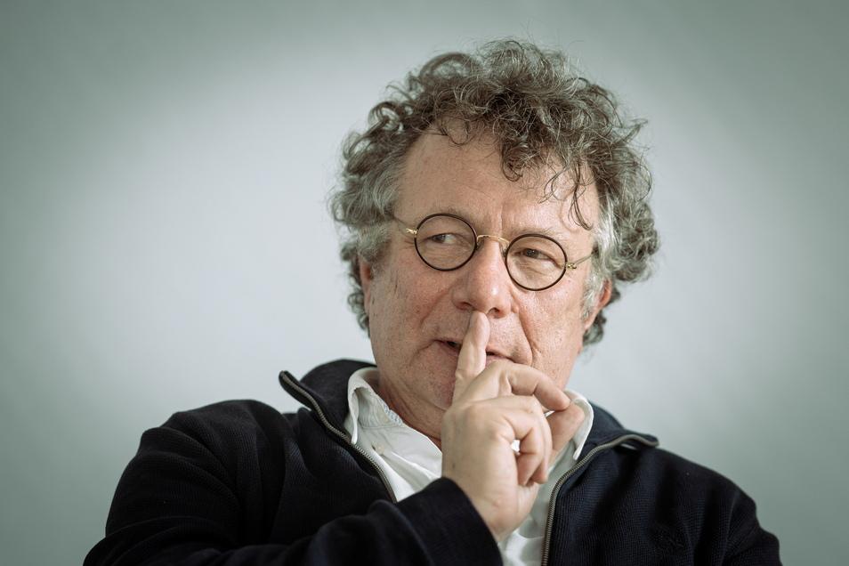 Ingo Schulze erhält am 3. Juni den Dresdner Kunstpreis. Er wurde 1962 in Dresden geboren und lebt mit Frau und zwei Töchtern in Berlin.