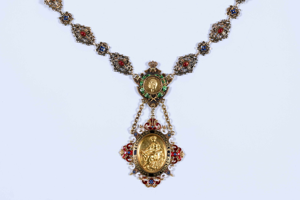 Der sächsische König Albert bezahlte die Rektorenkette. Heute gibt es auch ein Duplikat von ihr.