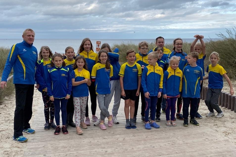 Gute Bedingungen fanden die Sportler mit Trainer Jörg Thorhauer an der Ostsee vor. Es ging sogar in das 13 Grad Celsius kalte Wasser.