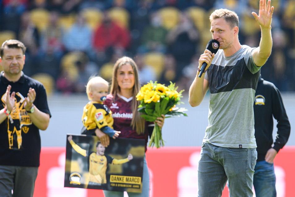 Dynamos ehemaliger Spieler Marco Hartmann weint bei seiner Verabschiedung.