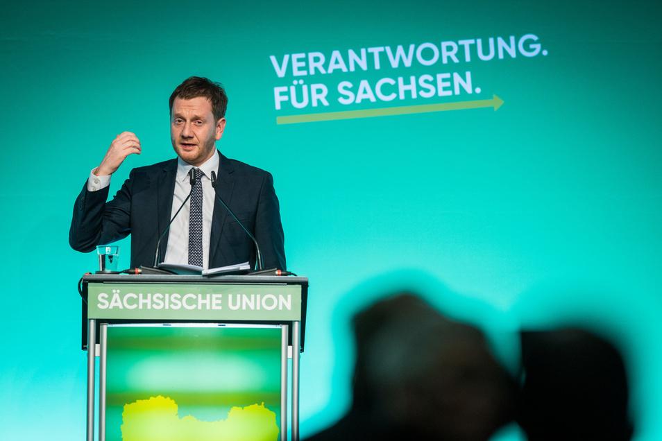 Sachsens Ministerpräsident Michael Kretschmer hat seine Parteikollegen auf die Koalition mit Grünen und SPD eingeschworen.