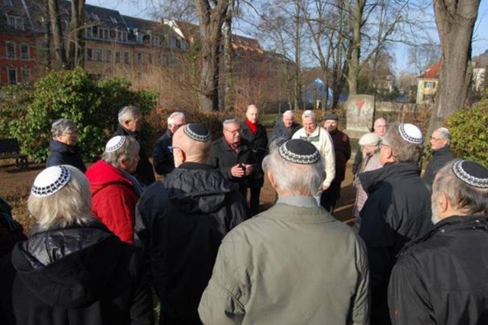 Auf Initiative von OB Gerhard Lemm trugen alle Teilnehmer eine Kippa.