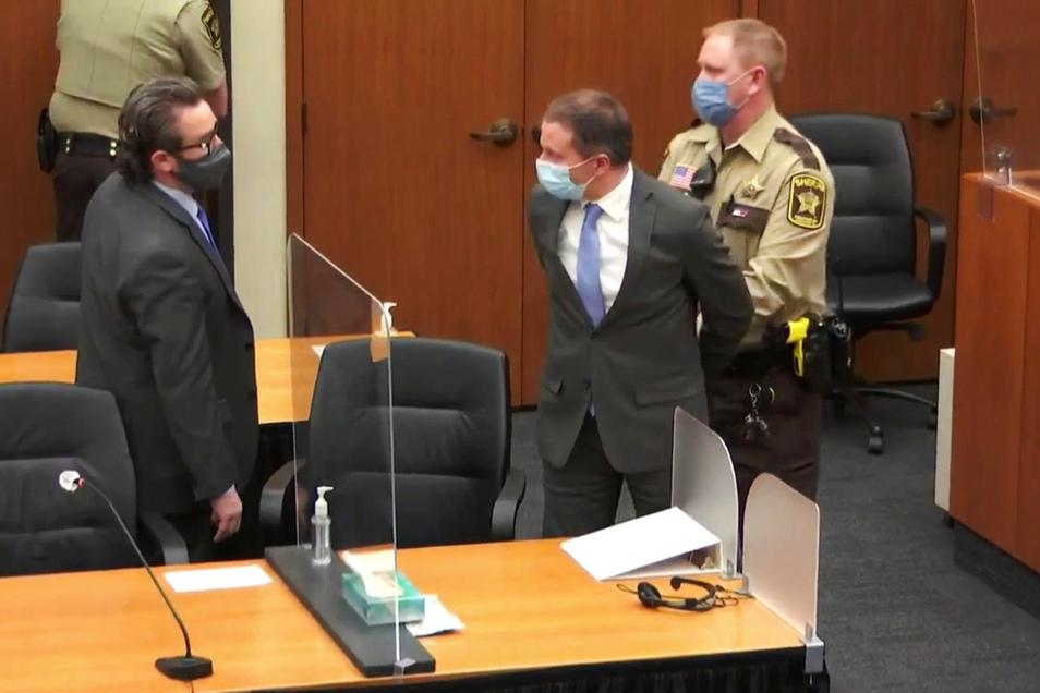 Der angeklagte Ex-Polizist Derek Chauvin im Gerichtssaal.