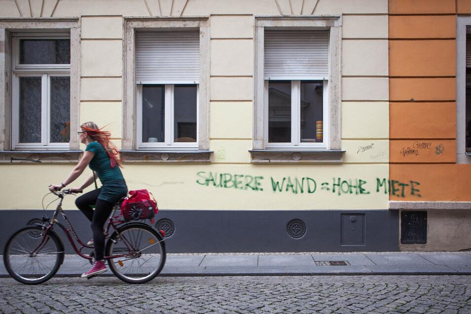 Wohnraum in Dresden ist begehrt - aber längst nicht mehr für Jeden bezahlbar.