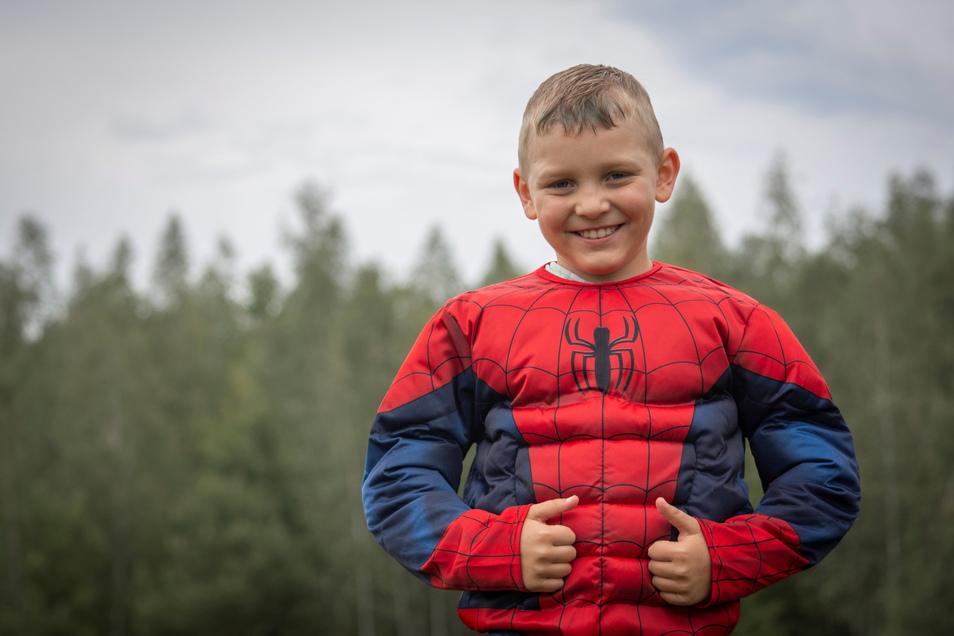 Das Bild im Superman-Kostüm ist vor rund einem Jahr für den ersten Anlauf des SuperHeroRuns gemacht worden. Danach kam der Krebs zurück.