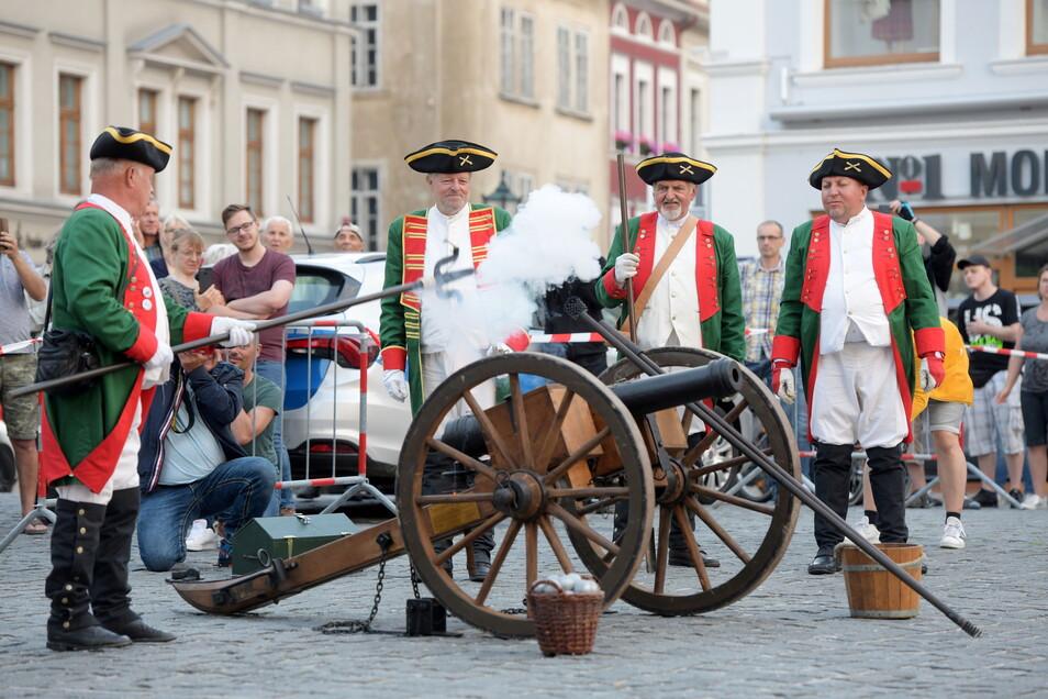 Die Privilegierte Schützengesellschaft sorgte mit der Böller-Kanone für ordentlich Wumms.