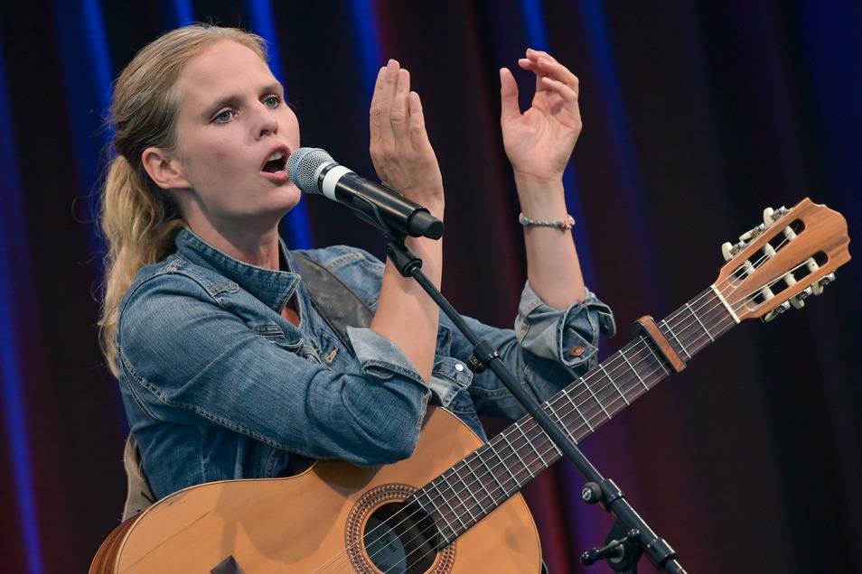 Sängerin und Liedermacherin Dota tritt am Freitag beim Picknick-Konzert auf. Die SZ hat Freikarten.