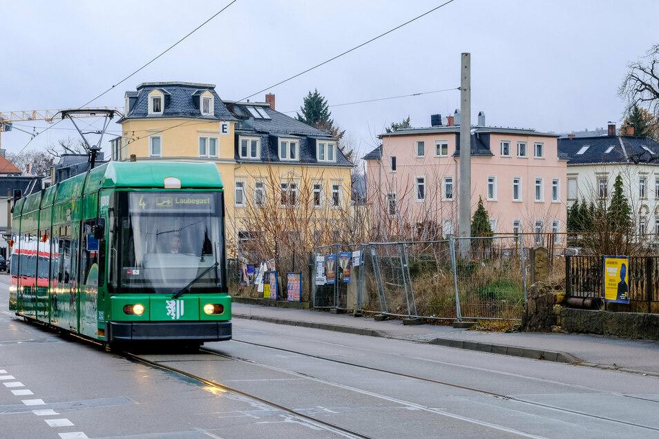In Höhe der Hauptstraße sind die Straßenbahngleise besonders marode.