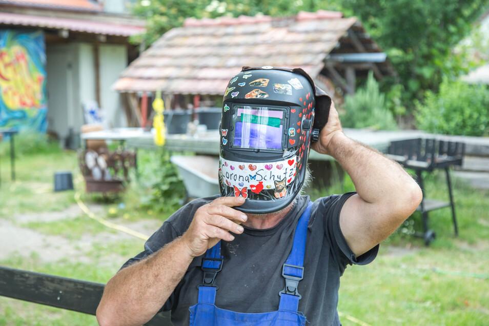 Diesen Helm trug Friedrich Boltz während seines Ausfluges nach Görlitz - als Corona-Schutz.