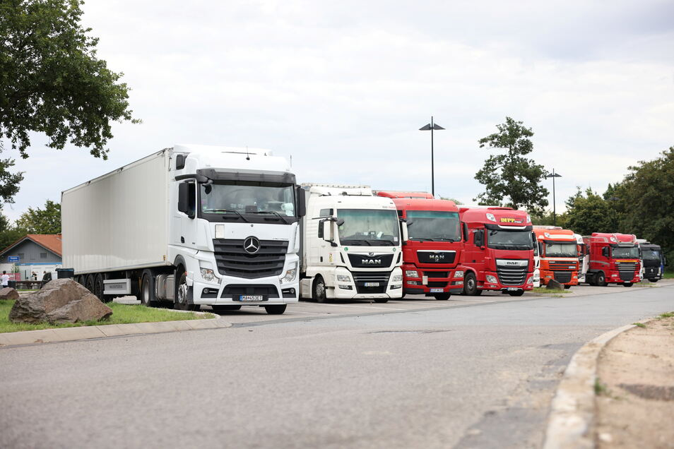 Auf dem Parkplatz Hansens Holz an der A14 hat sich ein Lasterfahrer sicher gewähnt. Doch in der Nacht kamen Diebe und wollten sich an seiner Ladung bedienen.
