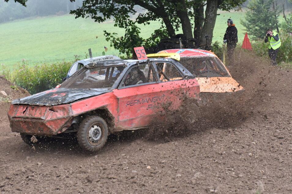 Erlaubt ist beim Crash Car Race fast alles, was einen selbst voranbringt - inklusive Rammen und Abdrängen der Konkurrenten.
