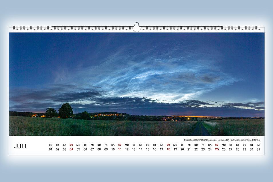 Die leuchtenden Nachtwolken über Kurort Hartha im Juli