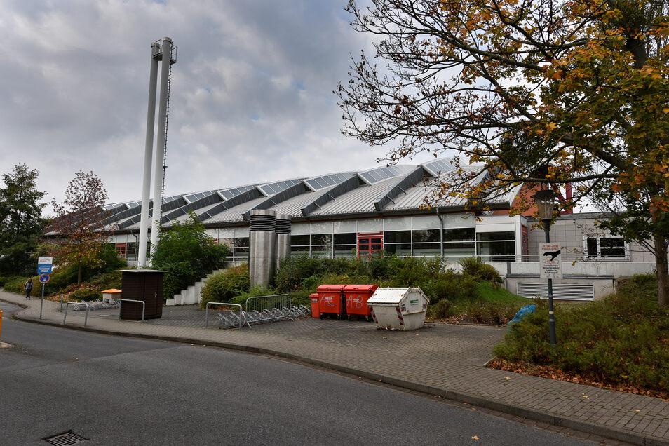 Auf der östliche Seite der Margon-Arena gibt es zwar einen kleinen Parkplatz, der reicht aber bei Großveranstaltungen für die Besucher nicht aus.