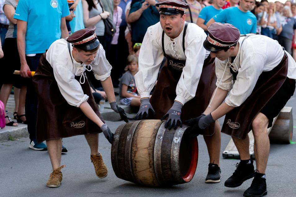 Das Bierfassrollen hat bei früheren Stadtfesten jedes Mal hunderte Zuschauer angelockt. In diesem Jahr wurde es abgesagt.