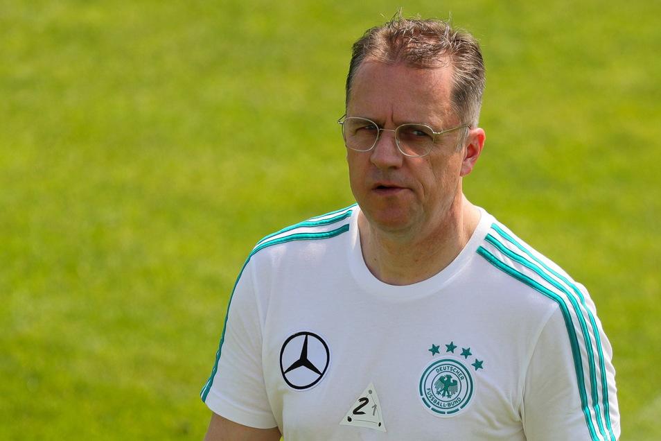 Tim Meyer, 52, ist eigentlich Teamarzt der Nationalmannschaft. Derzeit organisiert er aus medizinischer Sicht den Liga-Notbetrieb.