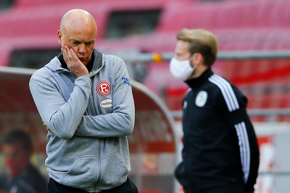 Rückschlag für Düsseldorfs Trainer Uwe Rösler in der Saison-Vorbereitung: Seine Mannschaft verzeichnet zwei Corona-Fälle.