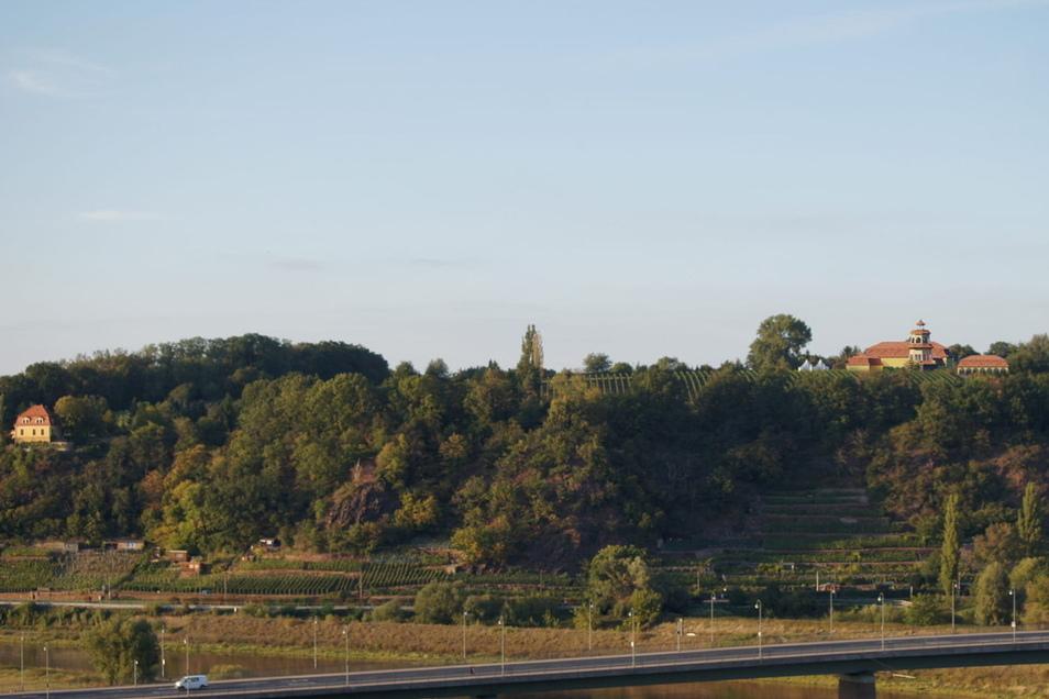 So hätte es von Meißen aus aussehen können – das Gästezentrum am Bocksberg. Diese Visualisierung hatte der Architekt Heinfried Stuve am Mittwochabend den Stadträten präsentiert.