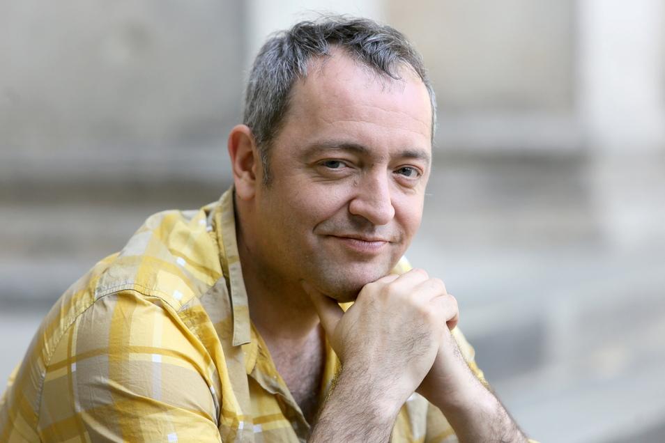 Der Musiker und Kabarettist Rainald Grebe hat öffentlich über seine schwere Krankheit gesprochen.