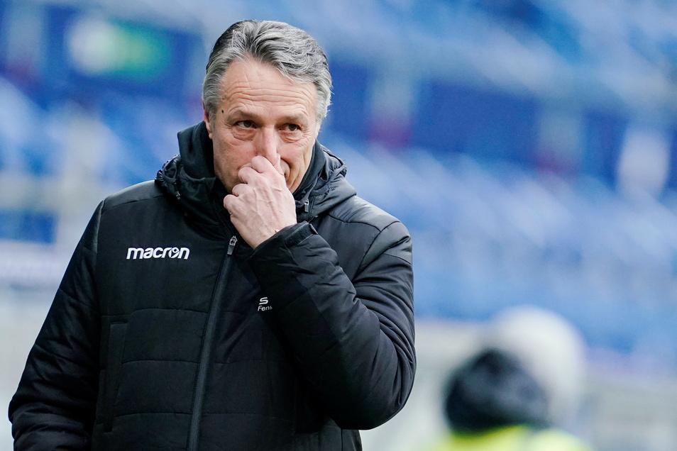 Uwe Neuhaus steht als Trainer bei der Bielefelder Arminia auf der Kippe.