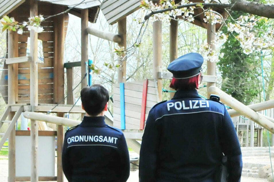 Polizei und Ordnungsamt werden auch in Großenhain ab 1. September die Einhaltung der geltenden Maskenpflicht kontrollieren.