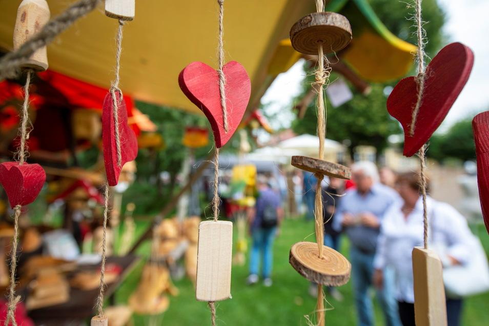 In Moritzburg luden Kunsthandwerker und andere Anbieter mit Handgemachtem zum Schauen und Kaufen ein.