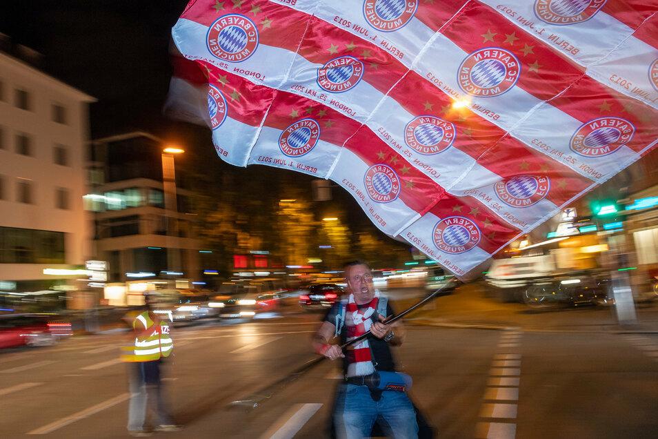 Wie hier auf der Leopoldstraße feierten Fans spontan am Abend den Titelgewinn.