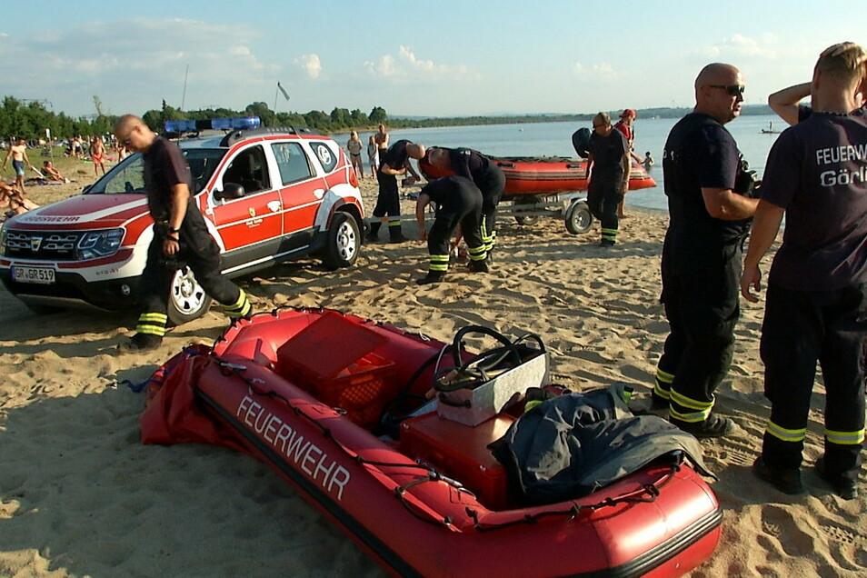 Einsatz am Berzdorfer See: Ein 53-Windsurfer war in eine Flaute geraten, trieb auf dem Gewässer.