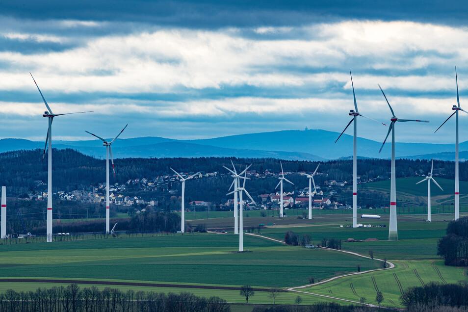 Stromproduktion bei Stollberg im Erzgebirge: Der Koalitionsvertrag ordnet neue Windräder an, aber nicht überall.