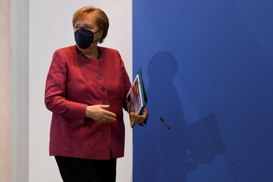 Bundeskanzlerin Angela Merkel (CDU) nach einer Konferenz mit den Ost-Regierungschefs