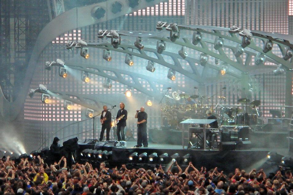 Genesis 2007 beim Konzert ihrer bislang letzten Tour im Berlin Olympiastadion.