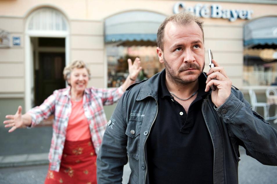 """Marie-Luise Marjan als Helga und Willi Herren als Olli Klatt in der """"Lindenstraße""""-Folge 1.391, """"Ollilympia""""."""