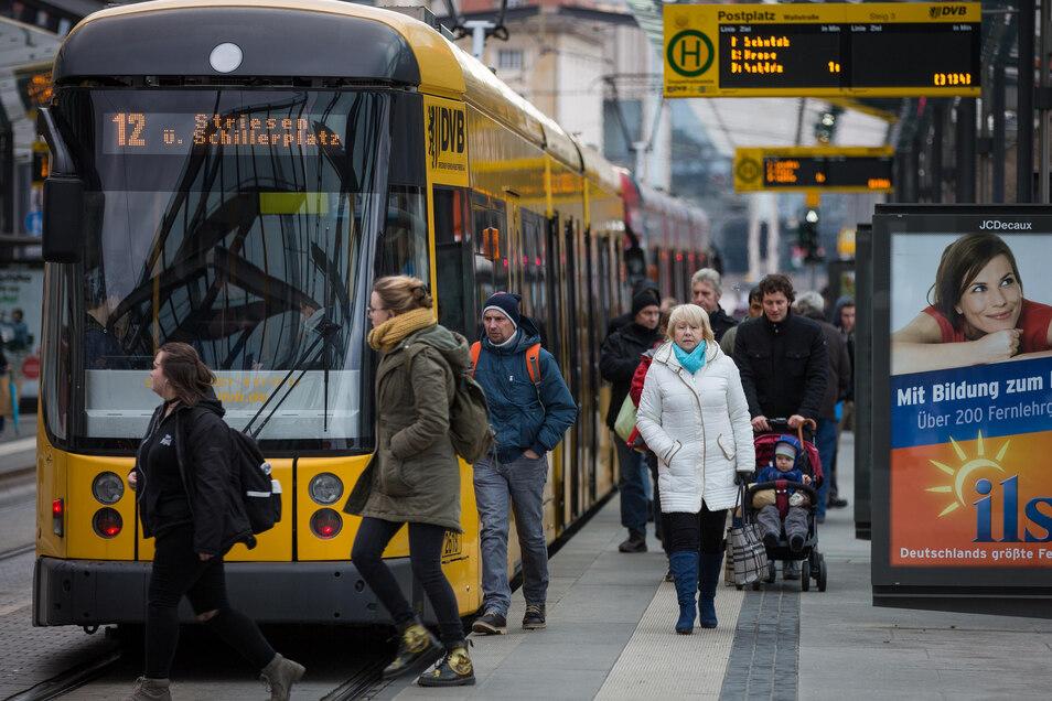 Zwei Dresdner Straßenbahn- und zwei Buslinien müssen mindestens einen Tag länger Umleitungen fahren.