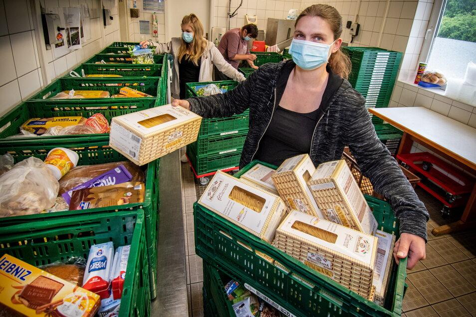 Katja Steglich arbeitet bei der Tafel Döbeln. Das Sozialprojekt, das bedürftige Familien mit günstigen Lebensmitteln versorgt, ist von Spenden der Lebensmittelketten abhängig. Aber dort fällt nicht mehr so viel an, seit das Angebot sogenannter Nonfoo