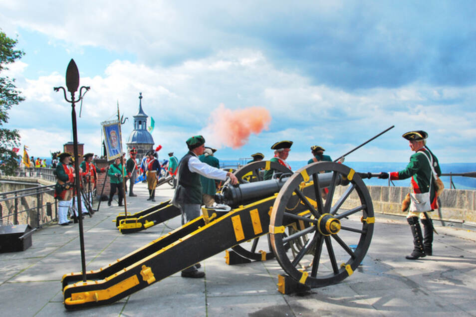 Über der Festung Königstein wird am Samstag  Kanonendonner hallen.