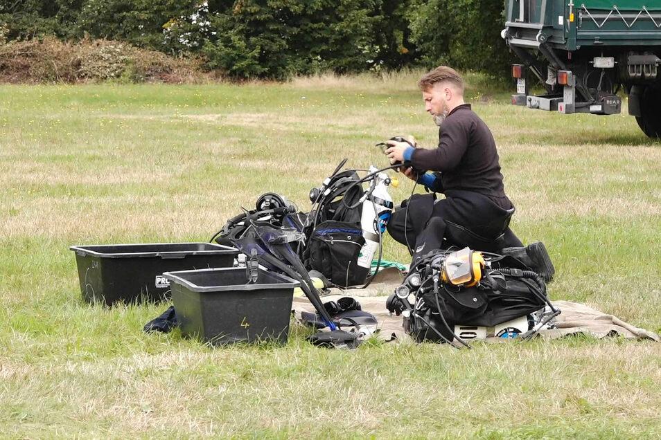Im Wasser sein können die Taucher immer nur eine begrenzte Zeit. Viel Aufwand erfordert aber auch das Vorbereiten der Ausrüstung.