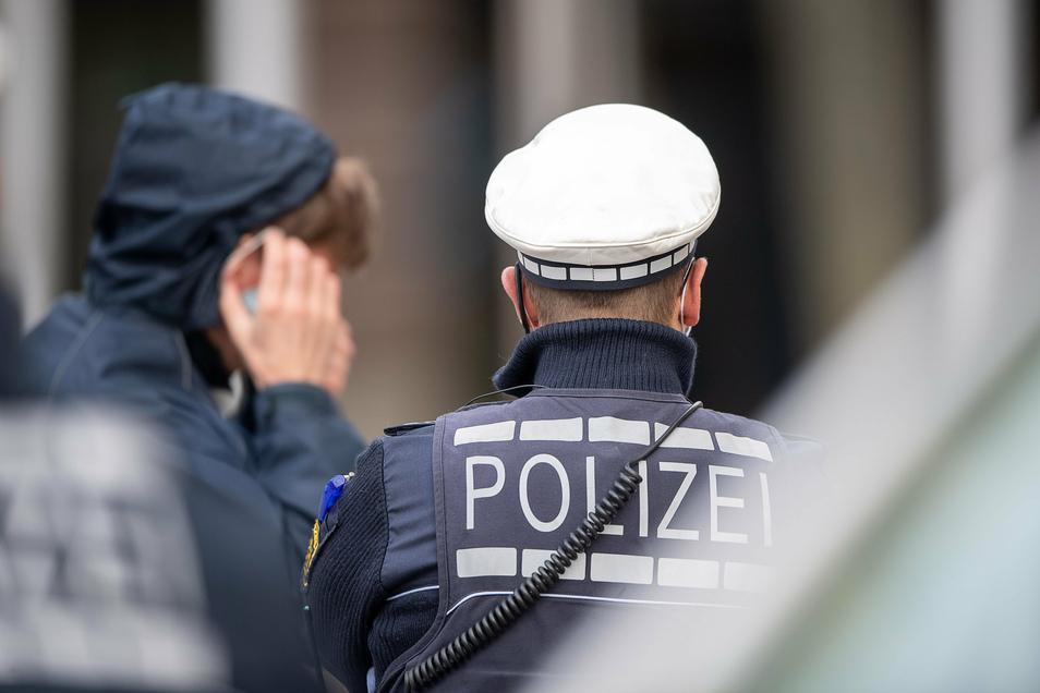 Gegen einen Polizisten aus dem Bautzener Polizeirevier ist Anklage erhoben worden. Er soll Dienstgeheimnisse verraten haben.