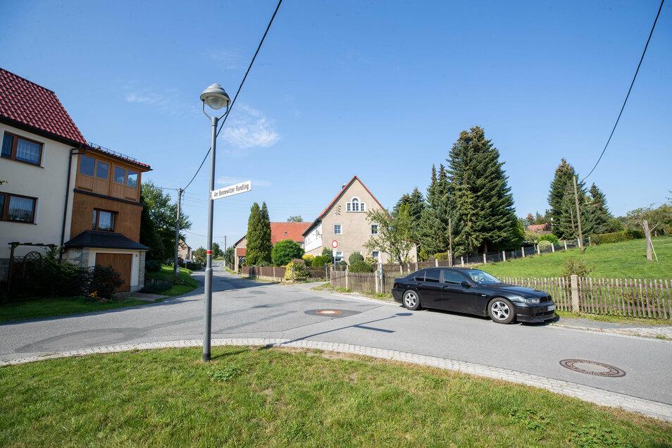 Gestrandeter BMW in Bonnewitz: Gerade noch rechtzeitig vom Halter abgeholt.