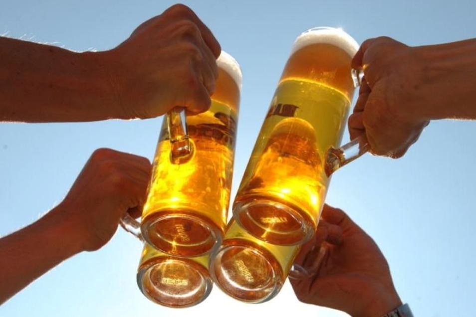 Die Betreiber eines Dresdner Biergartens am Blauen Wunder müssen mit einer hohen Geldstrafe rechnen.