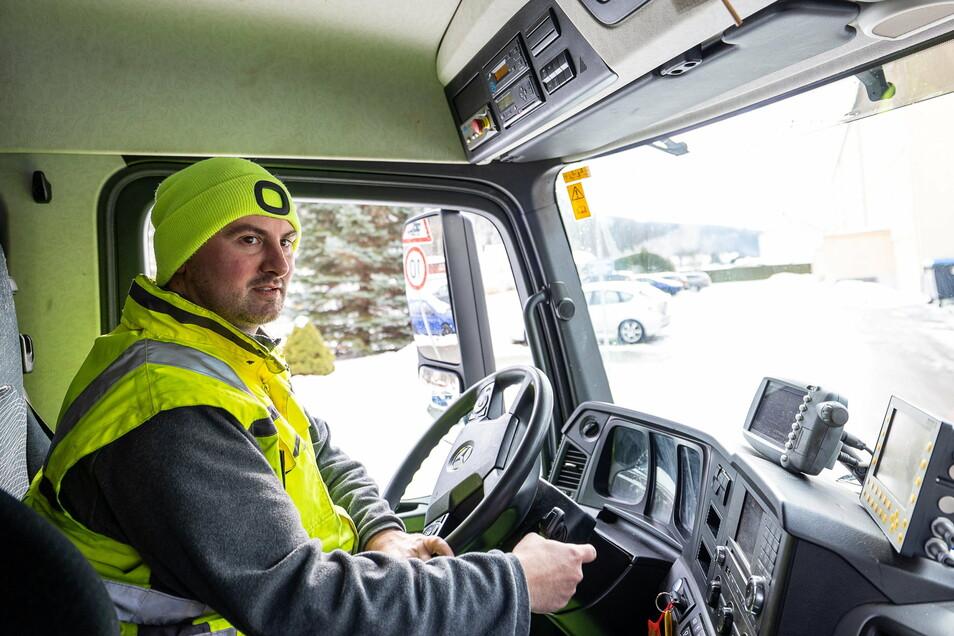 """Schmale Straßen, schlammige Bauernpisten, Eis und Schnee - Kraftfahrer Martin Fleck traut sich am Lenkrad einiges zu. """"Ich bin durchaus risikobereit."""""""