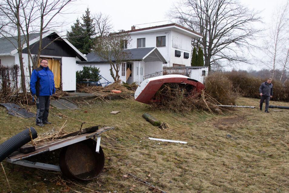 Schwere Schäden richtete die Flutwelle auf dem direkt am Ufer gelegenen Vereinsgelände des Bautzener Segel-Clubs an.