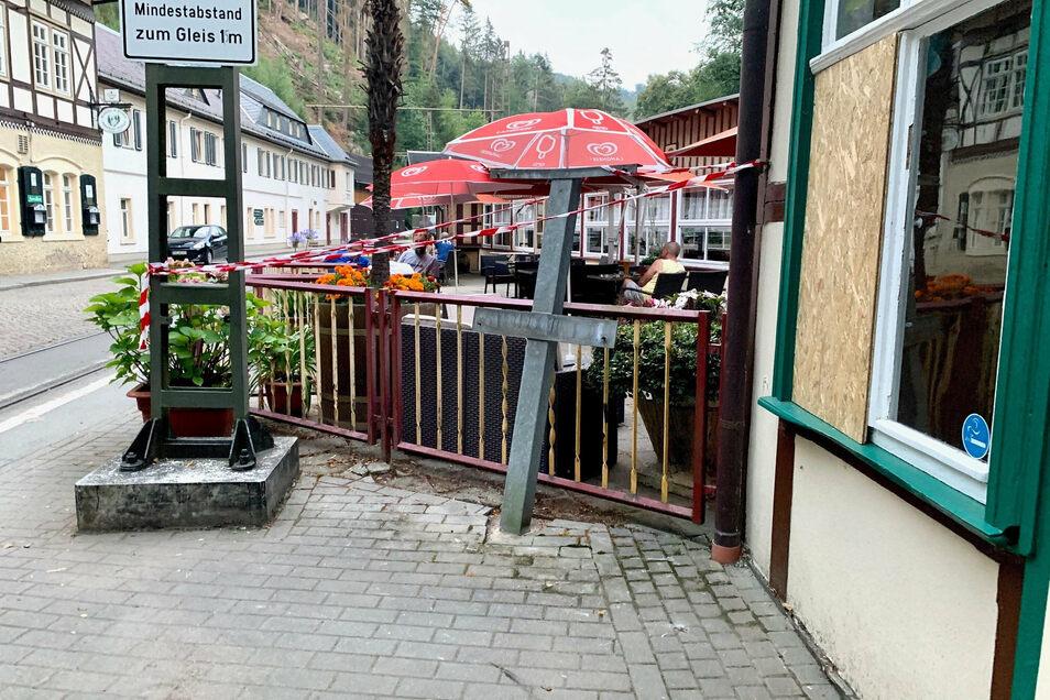 In der Nacht zum 9. August flog am Lichtenhainer Wasserfall im Kirnitzschtal ein Zigarettenautomat in die Luft.