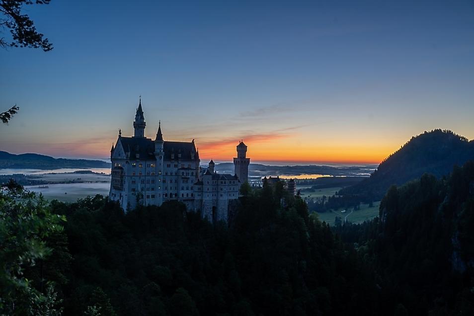 Morgens, als noch alles schlief, machte sich der Hoyerswerdaer Tobias Reißbach während seines Urlaubs im Allgäu auf den zehn Kilometer langen Weg vom Hotel zum Schloss Neuschwanstein. So konnte er das Märchenschloss König Ludwigs des Zweiten während des m