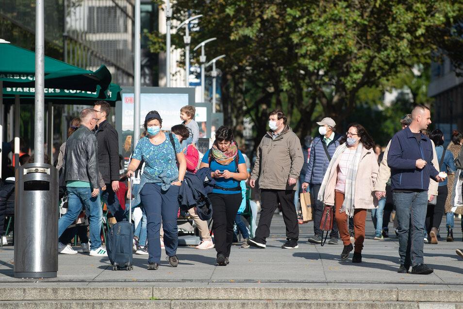 Ab Dienstag gilt unter anderem auf der Prager Straße in Dresden Maskenpflicht.