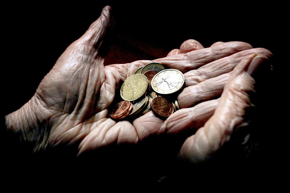Menschen in Sachsen erhalten im Durchschnitt 1.309 Euro Rente - brutto.