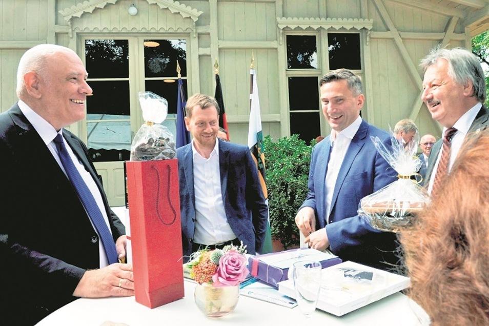 Über große Anerkennung und Wertschätzung durfte sich der (noch) Bundestagsabgeordnete Thomas Jurk am Sonnabend im Alten Schloss Kromlau freuen. Dankesworte kamen vom Ministerpräsidenten Michael Kretschmer (CDU), seinem Stellvertreter und Wirtschaftsmi