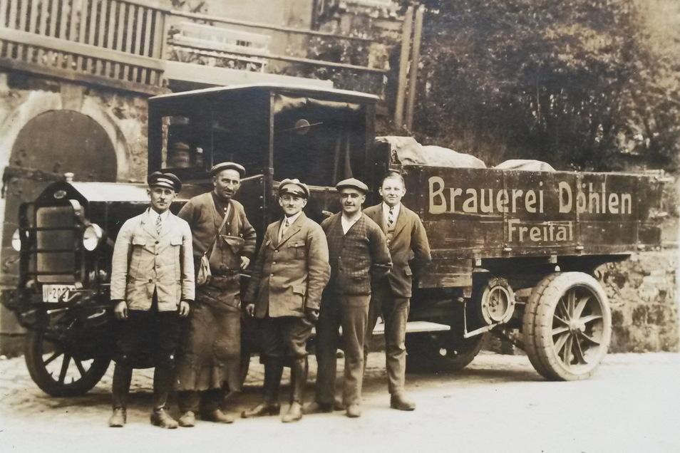 Männer und ihr Bier: Dieses Foto zeigt ein Lieferfahrzeug der Döhlener Brauerei in den 1920er-Jahren.