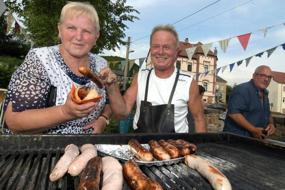 Beim Ortsteilfest in Technitz steht Ortsvorsteher Dieter Hundrieser selbst am Grill. Im vergangenen Jahr musste es wegen Corona ausfallen.