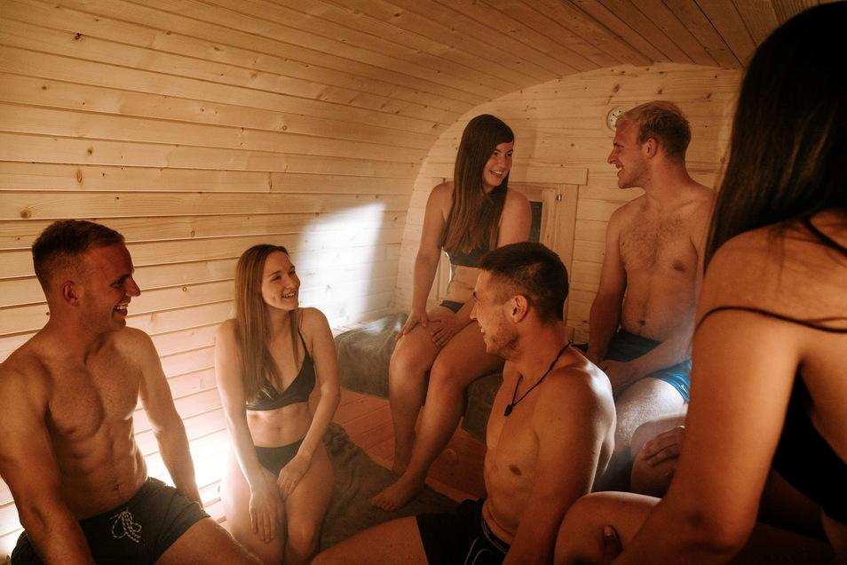 Bis zu zehn Personen passen in die mobile Sauna.