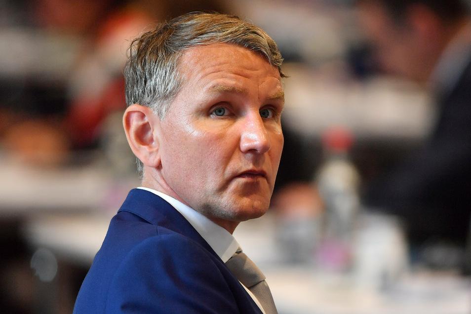 Der Thüringer AfD-Landesvorsitzende Björn Höcke muss sich Ermittlungen wegen Volksverhetzung stellen.